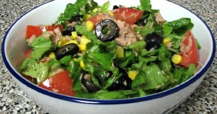 салат з консервованим тунцем рецепт приготування