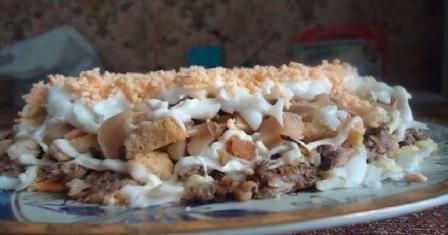 салат зі шпротами рецепт приготування