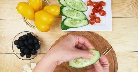 грецький салат в човнику з перцю рецепт приготування
