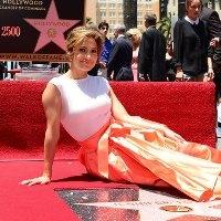 зірка дженніфер лопес на «алеї слави» в голлівуді стала 2500-й