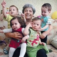 бабусі і дідусі стимулюють народжуваність