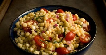 кукурудзяний салат з томатами рецепт приготування