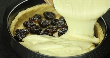 сирний пиріг з чорносливом рецепт приготування