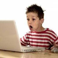 батьки стежать за дітьми в інтернеті