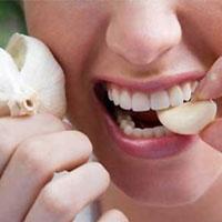 вчені з'ясували, які продукти позбавлять від запаху часнику