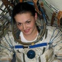 космонавт олена сєрова обіцяє регулярно дзвонити своїй родині з орбіти