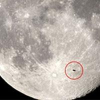астроном-любитель зняв нло, пролітають на тлі суперлуны
