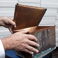 знайдено 100-річна «капсула часу»