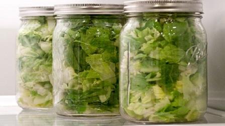 листя салату в банку фото