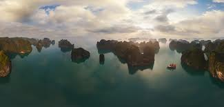 Бухта Халонг у Вєтнамі
