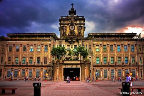 Який університет найстаріший в Азії?