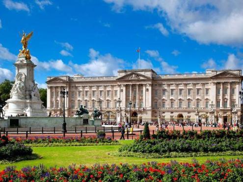 Де живе англійська королева?