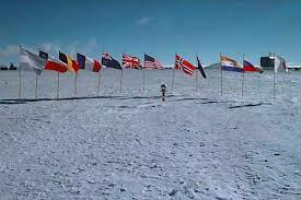 Хто керує Антарктидою?